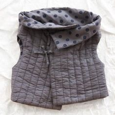 le toit de la lune organic quilted gilet---could this be doen in my size? Baby Outfits, Kids Outfits, Sewing For Kids, Baby Sewing, Look Fashion, Kids Fashion, Couture Bb, Upcycling Fashion, Baby Fashionista