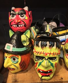Have a very retro Halloween with these paper mache buckets inspired by Neon Halloween masks from the Set of 5 - small Halloween buckets. Retro Halloween, Country Halloween, Vintage Halloween Images, Halloween Items, Halloween Masks, Fall Halloween, Halloween Crafts, Halloween Buckets, Halloween Lanterns
