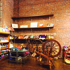 Maupstons new store at ETUI fiber arts!