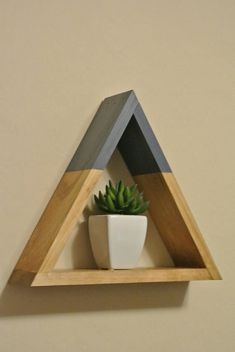 Triangle Floating Wood Shelf with Smokey Blue Peak Woodworking Toys, Woodworking Patterns, Easy Woodworking Projects, Diy Wood Projects, Wood Crafts, Projects To Try, Awesome Woodworking Ideas, Project Projects, Woodworking Classes