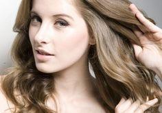 Novo aliado do cabelo: 4 jeitos diferentes de usar o óleo de pequi Long Hair Styles, Beauty, Fashion, Scalp Scrub, Vitamins, Strands, Shapes, Moda, La Mode
