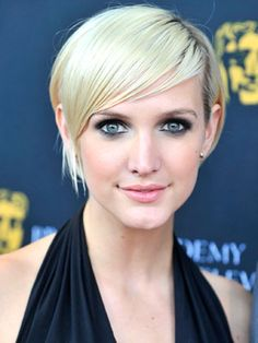We love off-center looks that let us experiment with proportion. #ashleesimpson #celebrity #springtrends