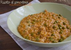 Risotto al pomodoro con mozzarella e piselli http://blog.giallozafferano.it/studentiaifornelli/risotto-al-pomodoro-con-mozzarella-e-piselli/
