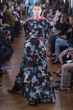 Erdem Spring 2019 Ready-to-Wear Collection - Vogue Fashion 2017, Runway Fashion, London Fashion, Balloon Dress, Brocade Dresses, Different Dresses, Vogue Russia, Erdem, Fashion Show Collection