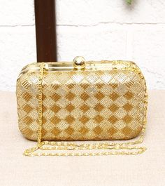 FALAH - Golden Sequined Metal Clutch click on the photo to shop it! :) Indian Accessories, Diy Handbag, Bridal Clutch, Beautiful Handbags, Party Bags, Clutches, Coin Purse, Michael Kors, Candy