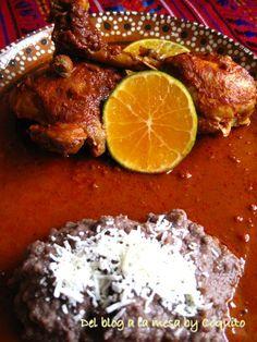 Pollo Pibil, servir con frijoles y arroz