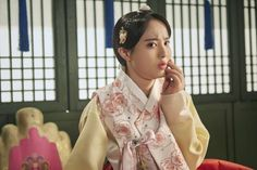 """Gemstones Jin Young, Chae Soo-bin, Kwak Dong-yeon, Jeong Hye-seong founded by """"Moonlight Drawn by Clouds"""""""