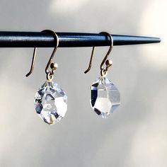 Herkimer diamonds by Ted Muehling. ✨ #tedmuehling #herkimerdiamond #finejewelery #artjewellery #designerjewelery #lovegold #futureheirlooms #augustla