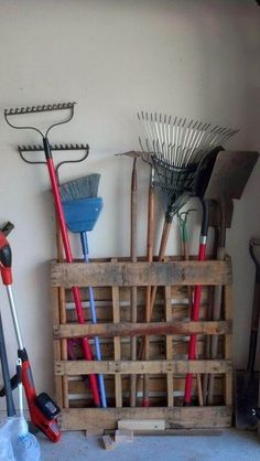 25 Beautiful Cheap Pallet DIY Storage Projects to Realize With Ease . - 25 Beautiful Cheap Pallet DIY Storage Projects to Realize With Ease # pallet garden 25 Beautiful Ch - Diy Storage Projects, Diy Pallet Projects, Home Projects, Outdoor Projects, Garden Projects, Best Diy Projects, Craft Projects, Pallet Storage, Dvd Storage