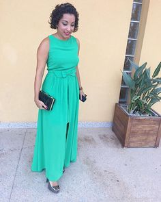 Buenos días! Este es el vestido que lleve a la boda del sábado. Al final solo pude hacerme un pequeño tupé y colocarme una corona (que luego no se veía)     #ootd#lookoftheday#felizlunes# #cacheada #ファッション #blogdemoda #rizosnaturales #fashionblogger #lotd#weddingguest#guest#wedding# #looktoday #instamoda #outfitoftheday #outfitdeldia #bloggerspain #spanishblogger #curlyhairdontcare #curlygirls #rizos #amerindiascloset #cacheadasdoinstagram #modafashion #女の子 #ihavethisthingwithcolors…