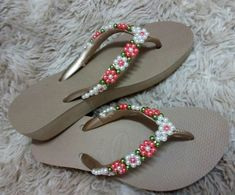Ideas Diy Summer Crafts Decor Flip Flops For 2019 Diy Gifts For Mothers, Mother Gifts, Diy Wedding Arbor, Flip Flop Craft, Crochet Top Outfit, Bling Shoes, Felted Slippers, Beaded Sandals, How To Purl Knit
