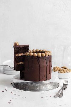Chocolate Brownie Cookie Dough Cake - Broma Bakery Cookie Dough Frosting, Cookie Dough Brownies, Chocolate Brownie Cookies, Mini Chocolate Chips, Chocolate Frosting, Chocolate Desserts, Layer Cake Recipes, Dessert Recipes, Broma Bakery