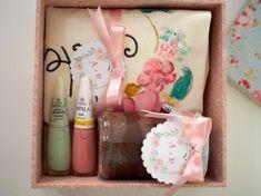 Bora conferir o meu convite especial das minhas madrinhas de casamento, com uma caixa linda forrada com tecido