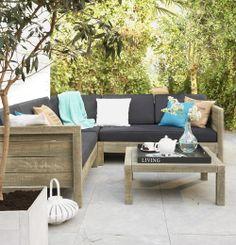 Loungeset Brixton: steigerhout geeft een stoere look aan je terras. Een paar trendy kussens erbij en je waant jezelf in een hippe strandtent. Leen Bakker biedt een aantrekkelijke Acacia loungeset.  Met de uitstraling van steigerhout, maar met de duurzaamheid en kwaliteit van hardhout #stylingtip #leenbakker #terrasideeen
