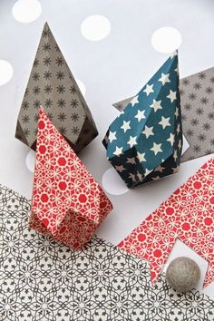 Origami for Everyone – From Beginner to Advanced – DIY Fan Origami Ornaments, Paper Christmas Ornaments, Christmas Origami, Handmade Christmas Decorations, Paper Decorations, Christmas Crafts, Christmas Christmas, Christmas Donuts, Origami Decoration