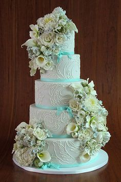 Dove gray and Tiffany blue are accented by intricate piping and oversized florals.Cake by Elegantly Iced Beautiful Wedding Cakes, Gorgeous Cakes, Pretty Cakes, Amazing Cakes, Beautiful Flowers, Azul Tiffany, Tiffany Blue, Floral Wedding Cakes, Occasion Cakes