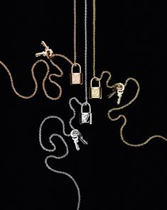 Louis Vuitton pays tribute to lovers around the world with the Lockit Jewelry Collection. Lv Handbags, Louis Vuitton Handbags, Cartier, Louis Vuitton Jewelry, Diamond Are A Girls Best Friend, Luxury Jewelry, Fine Jewelry, Jewellery, Gold Jewelry