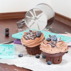 Decorate your home-baked goodies with little chocolate shapes made in silicone moulds. Price DKK 49,90 / SEK 68,90 / NOK 67,70 / EUR 6,98 / ISL 1334 / GBP 5.64  #chocolate #moulds #kitchen #baking #decorating #inspiration #sostrenegrene #søstrenegrene