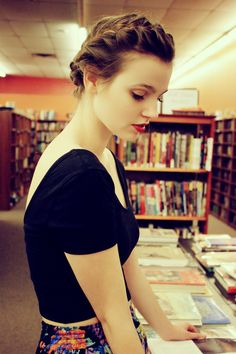 <3 love everything about this photo. The Hair, dress, the library. :)