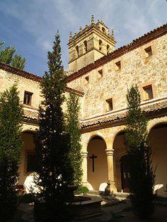 Claustro en Monasterio de El Parral (Segovia, España).