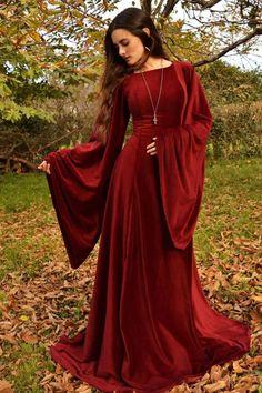 vestido medieval rojo bordó medieval red dress – Dress Home Medieval Fashion, Medieval Clothing, Medieval Outfits, Pretty Dresses, Beautiful Dresses, Celtic Dress, Viking Dress, Fantasy Gowns, Renaissance Dresses