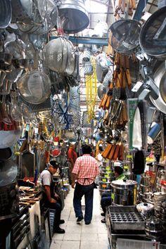 La mercado de la Merced en la sección de artículos de cocina Ciudad de México