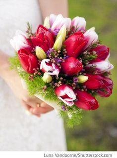 Brautstrauß mit roten Tulpen Frühling Hochzeit für russische Hochzeiten