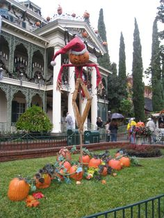 Disneyland Haunted Mansion Holiday Best time to go to Disneyland? October-December when the haunted mansion ride goes Nightmare before Christmas