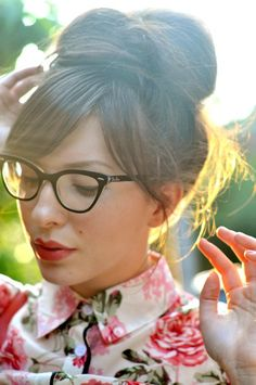 Lovely girls with lovely spectacles.