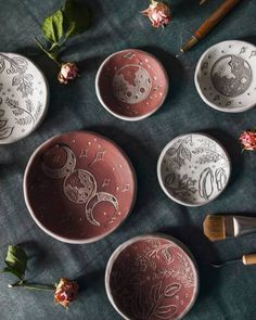 Creative & Gorgeous Wood Pallet Kitchen Island Ideas Edgy Keramik aus dem Hand To Earth Shop Ceramic Pottery, Ceramic Art, Ceramic Mugs, Pallet Kitchen Island, Cerámica Ideas, Room Deco, Sgraffito, Clay Art, Wood Pallets