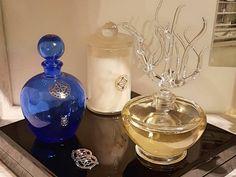 Possibilité de créer son propre parfum et son flacon avec le travail du verre. Perfume Bottles, Beauty, Flasks, Drinkware, Switzerland, Beauty Illustration
