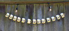 • Artículo hecho a mano • 1 banner [HAPPY BEERDAY] Esta bandera [HAPPY BEERDAY] es una gran opción para los amantes de la moda!!!!!! 3 piezas separadas: negro y blanco [brillo] amarillo, un total de 13 cervezas de cartulina! La bandera puede ser por encargo a medida.