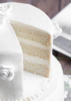 White Wedding Cake Vegan Vanilla Wedding Cake Full Tutorial the Vegan 8 Luxury Wedding Cake, White Wedding Cakes, Wedding White, Vegan Buttercream Frosting, 3 Layer Cakes, Vegan Wedding Cake, Tiered Cakes, Vanilla Cake, Cake Recipes