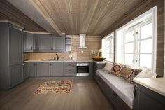Tiltalende hytte med svært god planløsning, beliggende på Øknin og en av Torpoåsens flotteste tomter | FINN.no
