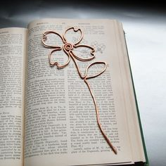 copper dogwood flower bookmark by TheSalvagedEdge on Etsy Wire Jewelry Designs, Handmade Wire Jewelry, Wire Wrapped Jewelry, Copper Wire Crafts, Copper Wire Art, Wire Art Sculpture, Wire Sculptures, Abstract Sculpture, Bronze Sculpture