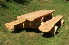 Table banc spéciale