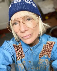 "Luinluland auf Instagram: ""Hi. No Monday Blues. #newweek #luinluland"" Monday Blues, New Week, Instagram, Fashion, Fashion Styles, Repurpose, Old Clothes, Moda, Fashion Illustrations"