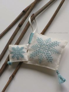 Ice cristals cross stitch http://bottheka.com/en/little-ice-crystals-brothers