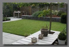 Small garden with an 'L' shaped lawn. Dutch Gardens, Back Gardens, Small Gardens, Outdoor Gardens, Holland Garden, Scandinavian Garden, Outdoor Landscaping, Outdoor Decor, Minimalist Garden