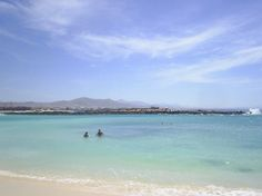Fuerteventura, España: lovely blue lagoons, perfect to learn #windsurf by windsurfyoga.eu