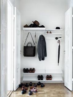 String - String Regal Wandleiter - white - Set, 50 x 30 cm Flur Design, Hall Design, Design Shop, Hall Furniture, Modular Furniture, Hallway Shelving, Hallway Coat Storage, Coat Hooks Hallway, Hallway Shoe Storage