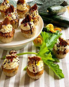 Das komplette Rezept findet ihr auf www.thomskuechenblock.com  #nachspeise #dessert #cupcakes #zucchini #lemon #cheesecake #nachtisch #backen #kulinarik #rezeptideen #soulfood #guteküche #backideen #einfacherezepte #esskultur #backrezept #baking  #diykitchen #rezeptezumnachmachen #spezielleernährung #weltküche #zubereitungsart #lecker #patisserie #patisseur #topping #backenmachtspaß #rezeptezumselberbacken #bakingrecipe #bakinglove #bakingtime #bakingtime #bakingtips #bakinglife… Zucchini Cupcakes, Cheesecake Toppings, Lemon Cheesecake, Mini Cupcakes, Desserts, Food, Dessert Ideas, Lime Cheesecake, Tailgate Desserts