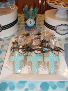 First Communion or baptism party favors. Decoration Communion, Communion Favors, Communion Cakes, Baptism Favors, Baptism Ideas, Baptism Centerpieces, Baptism Dessert Table, Baptism Desserts, Baptism Cookies