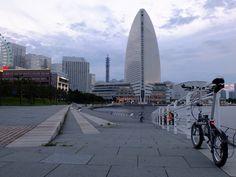 Twilight cruise along the Yokohama waterfront.