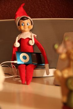 THE ELF ON THE SHELF~iPod Elf