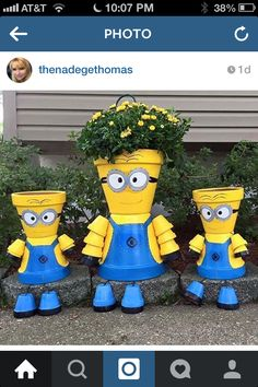 My niece is in love with anything minion and these are one of the cutest ideas ever  !!!:)