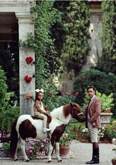 Prince Girolamo Strozzi and his daughter Natalia at the Villa Cusona, on the family wine estate near San Gimignano, June 1983. (Photo by Slim Aarons)