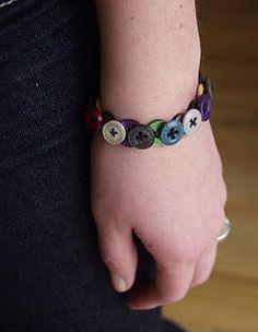 Button bracelet. Soo cute.  Easy tutorial.