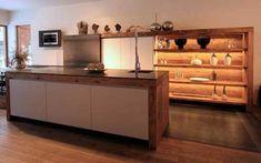 Möbel und Küchen aus Altholz werden immer beliebter und das nicht ohne Grund, verleihen sie dem Raum doch einen ganz speziellen Charakter.