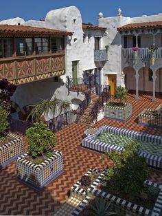 El Andaluz - Andalucian Hacienda style - Santa Barbara, California, USA by architect Jeff Shelton Spanish Revival, Spanish Style Homes, Spanish House, Spanish Colonial, Boho Glam Home, Homes For Sale California, California Usa, Courtyard Landscaping, Courtyard Design
